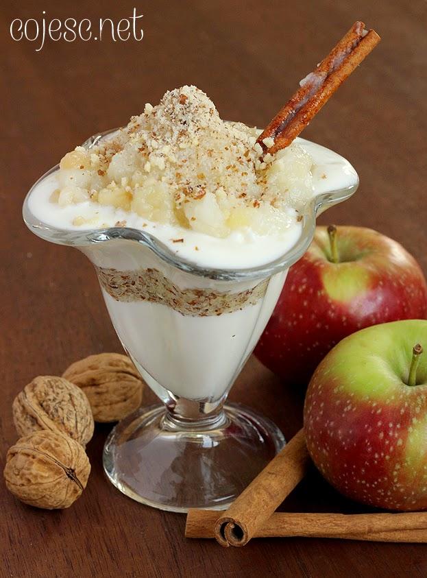 Deser z duszonmi jabłkami