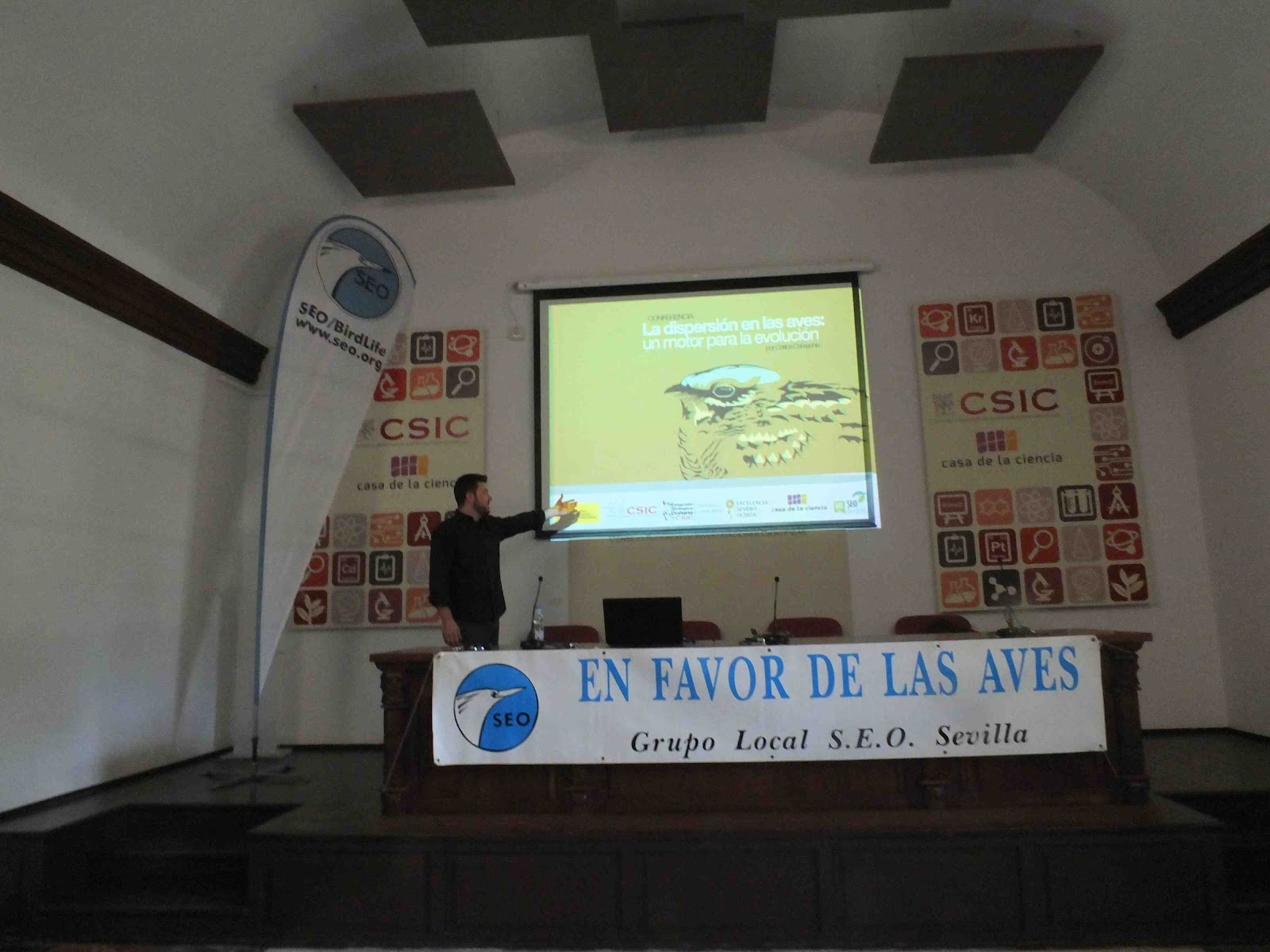 """Conferencia """"La dispersión en las aves: un motor para la evolución"""". Por Carlos Camacho, en el ciclo Martes Ornitológicos que el Grupo Local SEO-Sevilla organiza en el museo Casa de la Ciencia de Sevilla."""