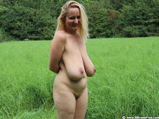 Twerking blondes - sexygirl-pi-752852.jpg
