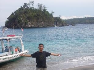 Di Pantai Crystal Bay, Nusa Penida, Bali