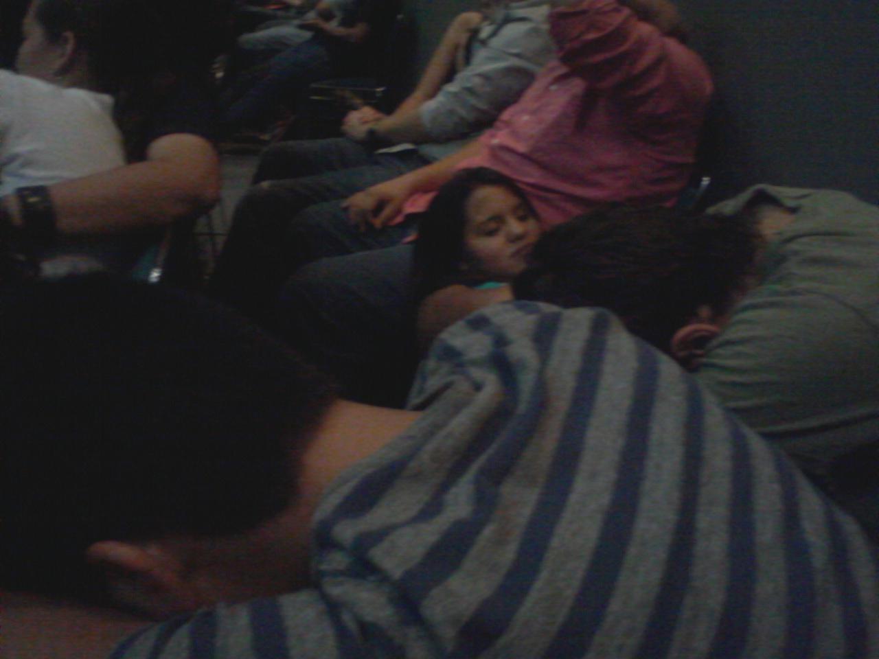 De los movimientos adolescentes dormidos duermen