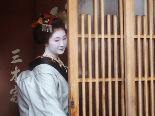 とし恵美さん15,6歳で若さで艶ぽかった。