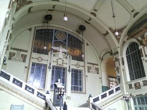 Interni della stazione ferroviaria a San Pietroburgo (foto ap)