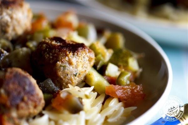 Bifteki met zuiders groenten en kritharaki