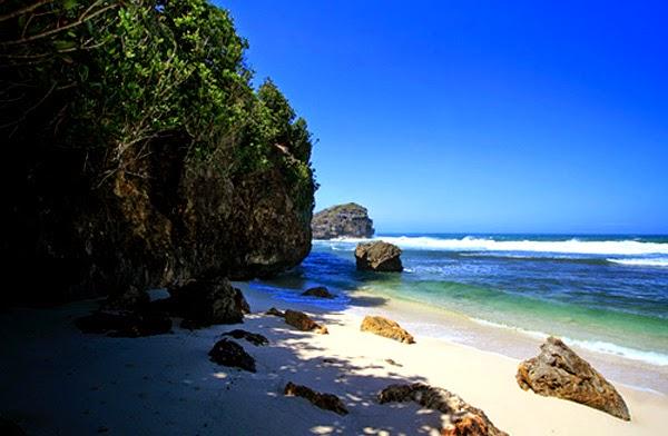 wisata-pacitan-pantai-watu-karung