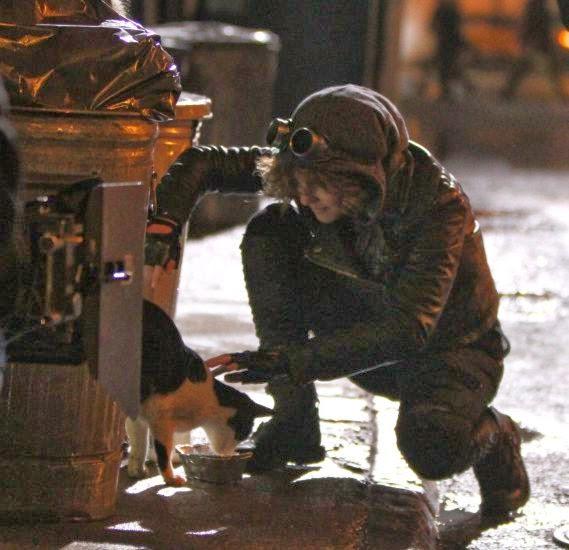 Camren Bicondova como Selina Kyle en el set de Gotham