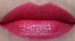 Lipstik Warna Cherry untuk Bibir Gelap Cantik Segar