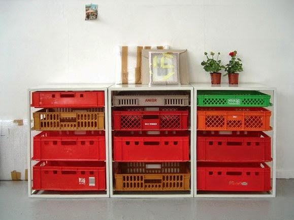 Estanterías con cajas de frutas
