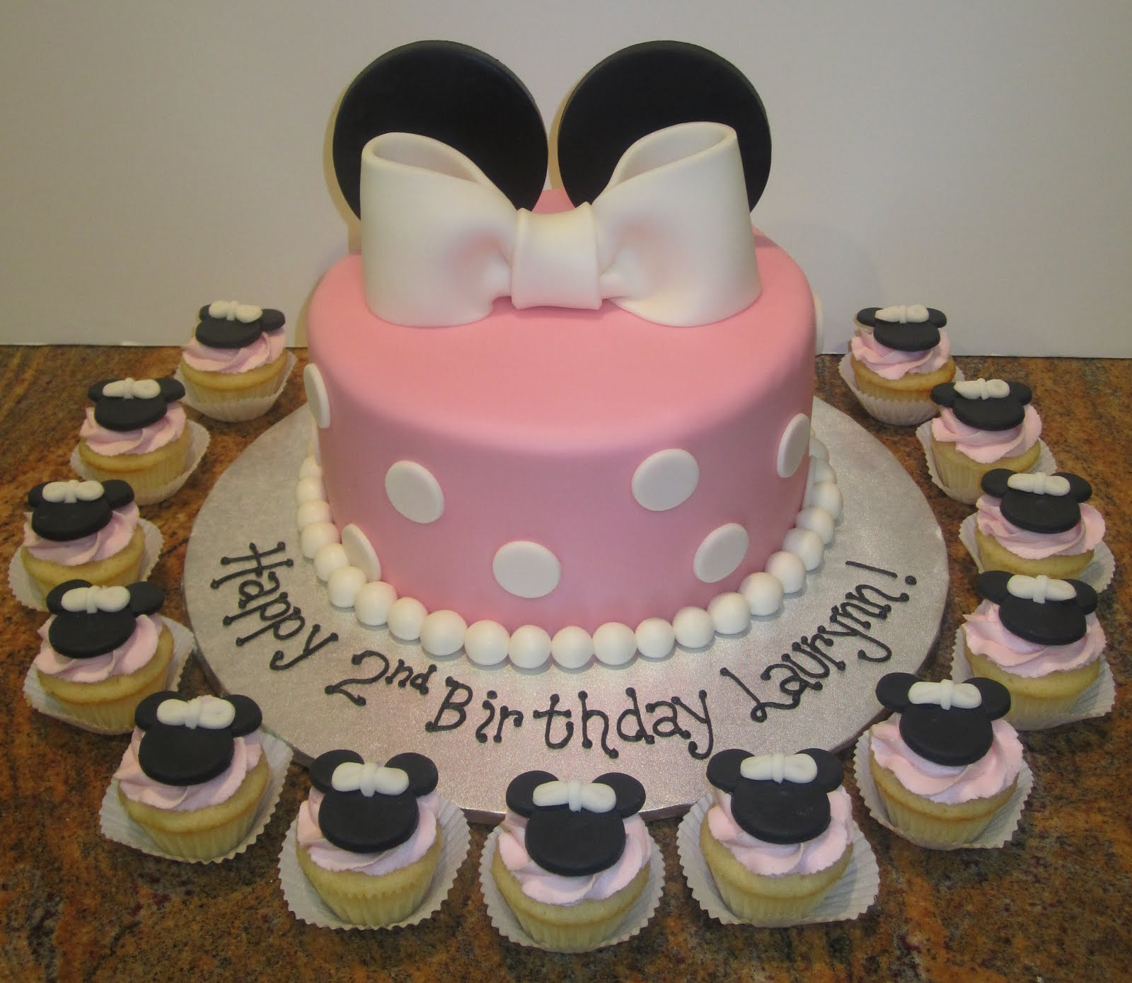 Sweet Melissas Minnie Mouse Cake And Mini Minnie Cupcakes