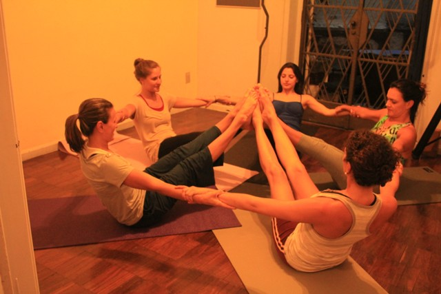 Posturas de ashtanga yoga: yoga chikitsa (primera serie)