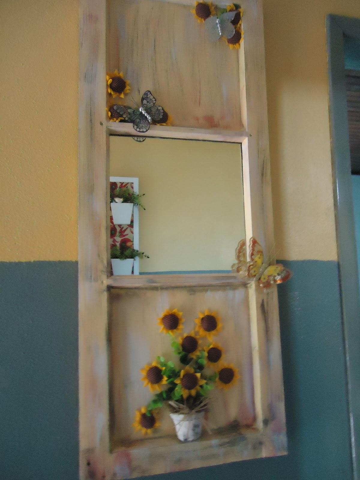 #937238 No meio coloquei um espelho as borboletas foi ela mesma que colocou  830 Lubrificante Para Janela De Madeira