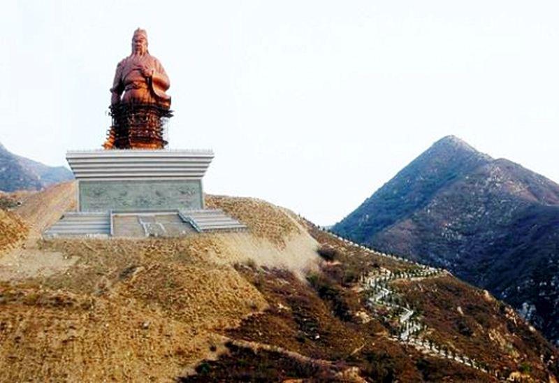 ภาพขณะก่อสร้าง เทพเจ้ากวนอู ถ่ายจากระยะไกล