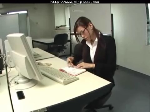 Download Bokep Jepang Sekretaris Cantik Doyan Ngeseks