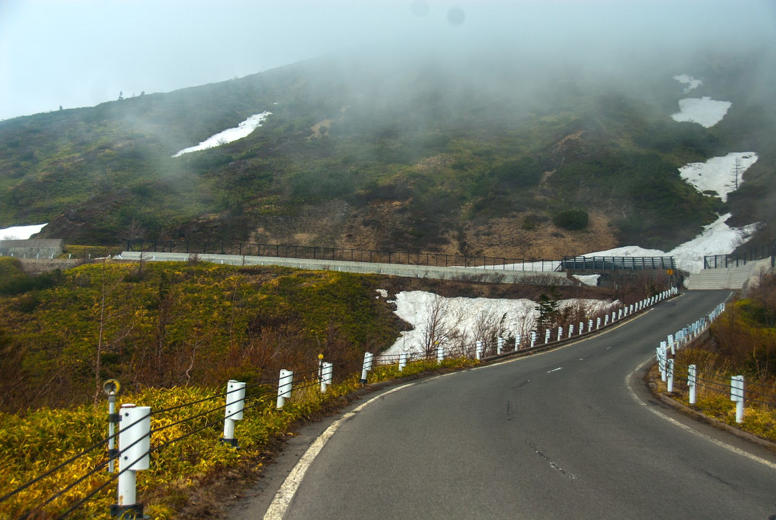 霧の立ちこめる渋峠