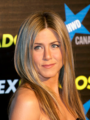 Jennifer Aniston And Gwyneth Paltrow With Her Hair Always Looks Like