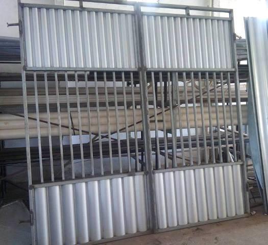 Em Mairi, vende-se um portão novo