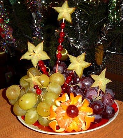 Плодово блюдо с грозде и цвете от мандарина