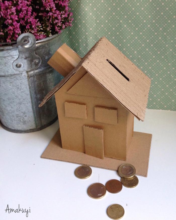 Una pizca de hogar: diy. cómo hacer una hucha con cartón reciclado