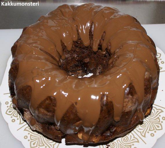 Silikonivuoka kakun kumoaminen