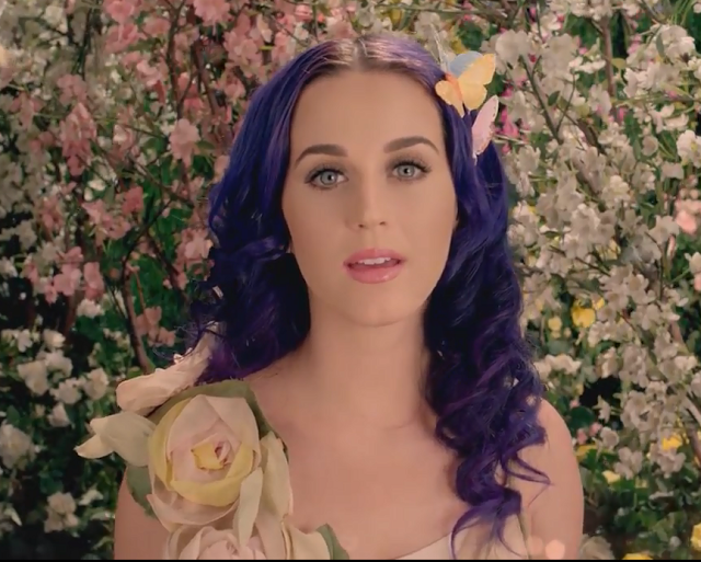Katy Perry, natural, girly look with pale pink lipglossed lips, a slick of mascara and delicately lined eyes.