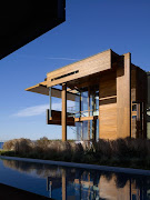 The Malibu Beach House (California) consists of two separate buildings: .