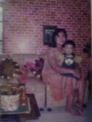 Saya bersama ibu