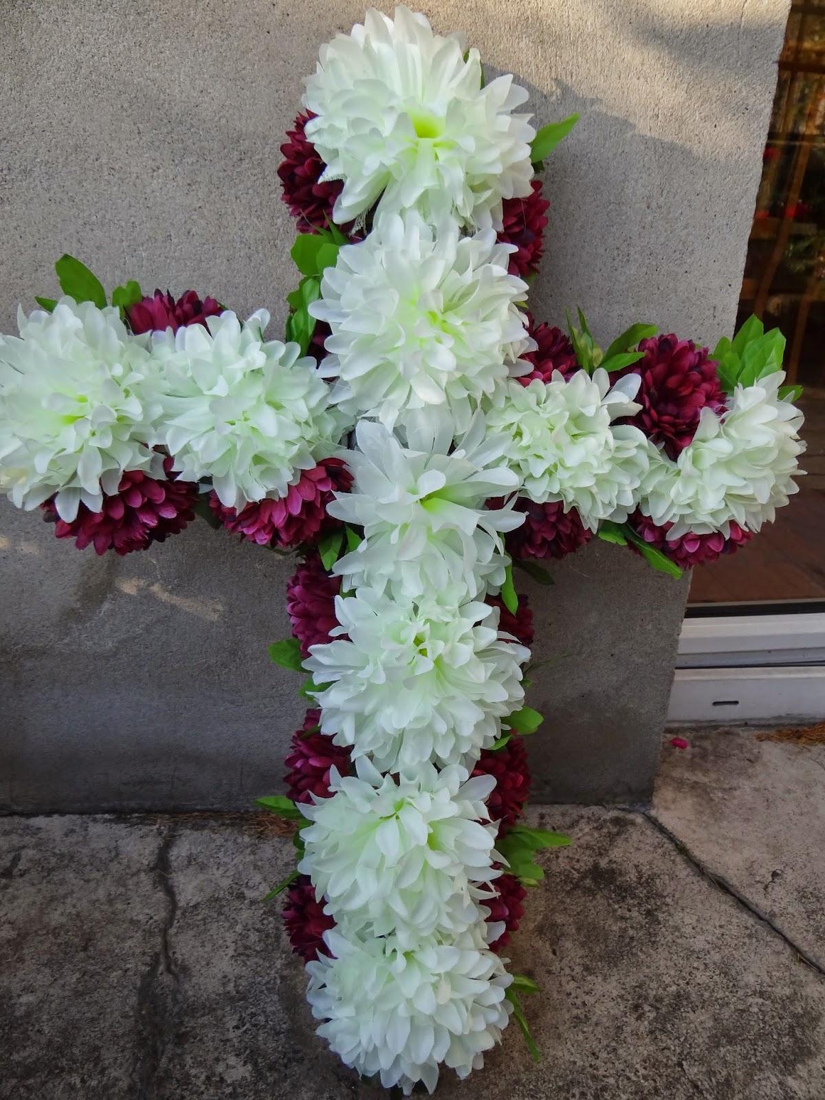 stroik, wieniec na Wszystkich Świętych w kształcie krzyża