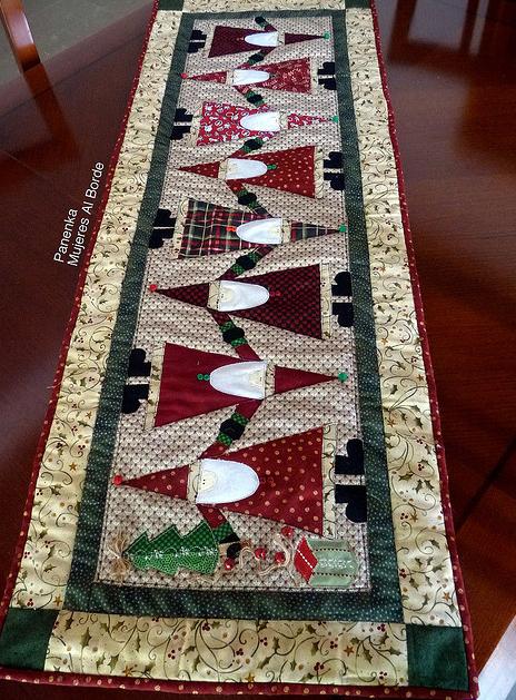 Mujeres al borde para adornar la mesa de navidad - Adornar la mesa para navidad ...