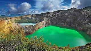 gambar pemandangan alam danau kelimutu
