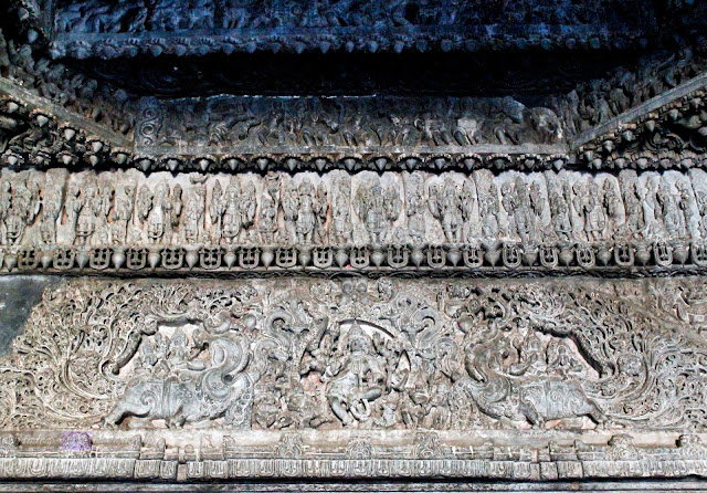 The carvings on the lintel of one of the dorrways of the main shrine