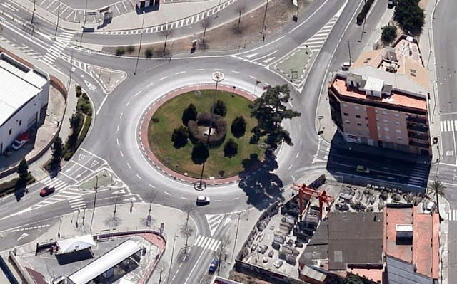 Vista aèria de la rotonda d'Almoines, amb la carretera de Vilallonga al nord
