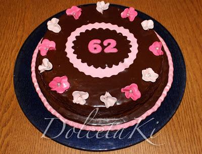 torta ricoperta al cioccolato 62 anni
