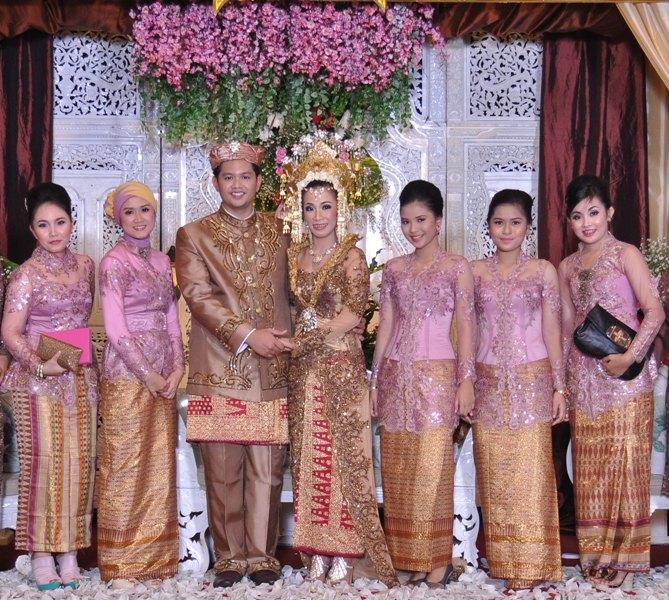 Kebaya seragam keluarga untuk pernikahan newhairstylesformen2014 com