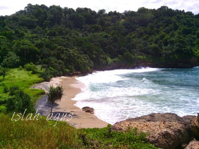 tebing karang pantai pathuk gebang