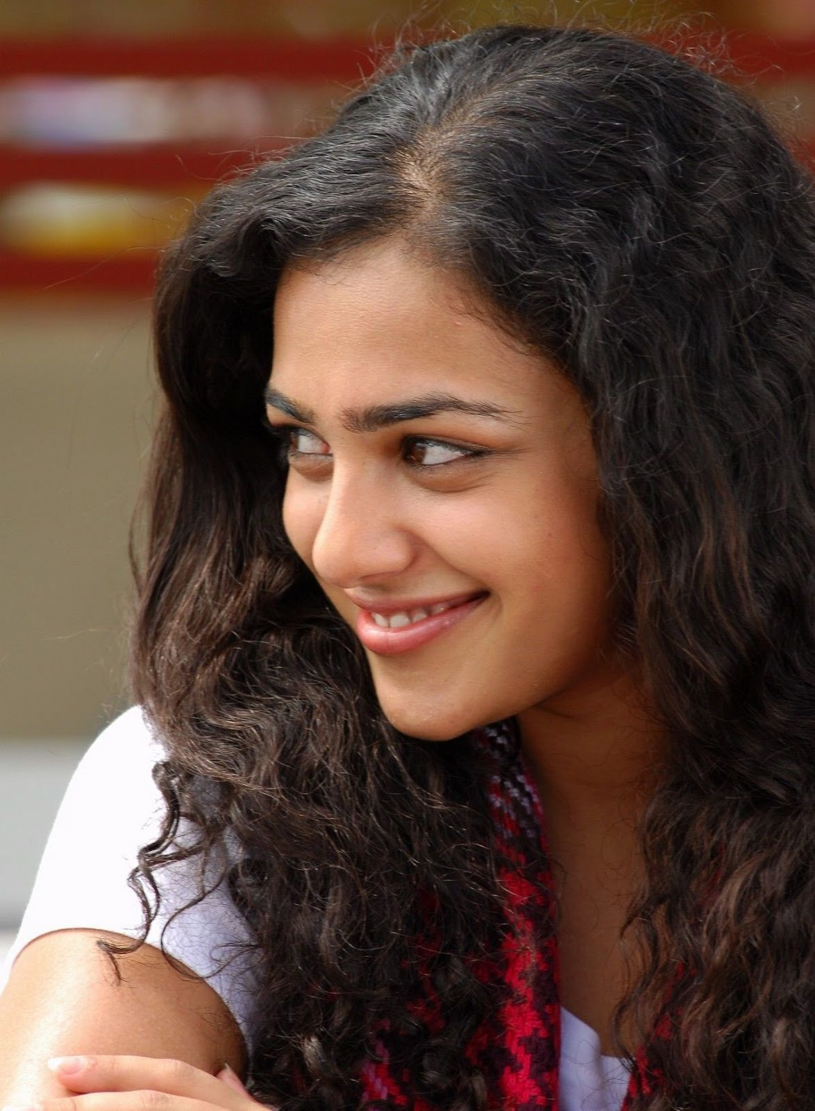 nithya menon latest movie stills cute photo gallery,wallpapers