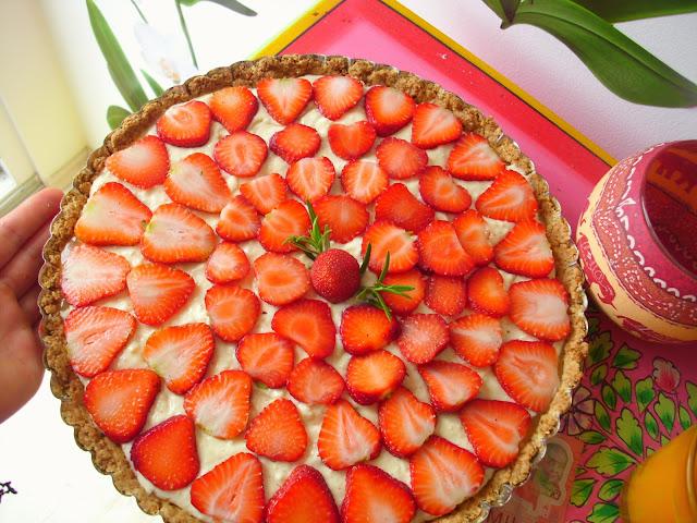 Erdbeer Tarte mit Creme Patissiere und Rosmarin Caramel
