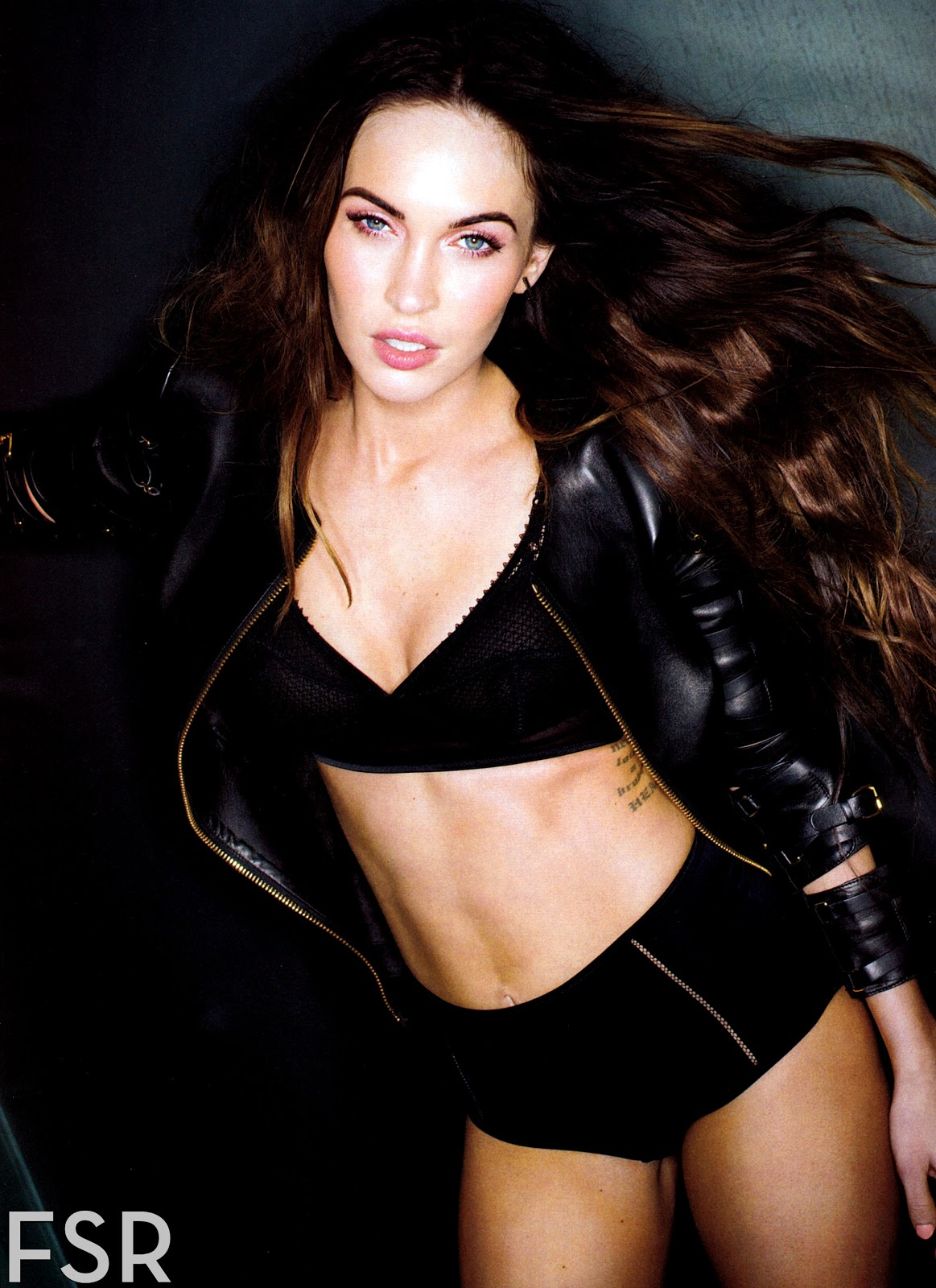 http://1.bp.blogspot.com/-PvsAg1xJ8qg/UPa_r6ICe3I/AAAAAAAC9Vg/XA5vuTO9IUo/s1600/fashion_scans_remastered-megan_fox-esquire_usa-february_2013-scanned_by_vampirehorde-hq-4.jpg