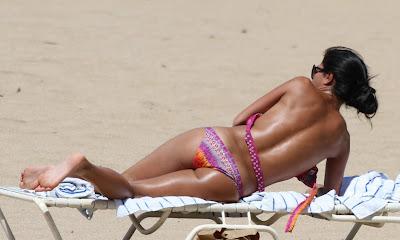 Nicole Scherzinger In Sexy Bikini Hot Poses On The Beach In Honolulu