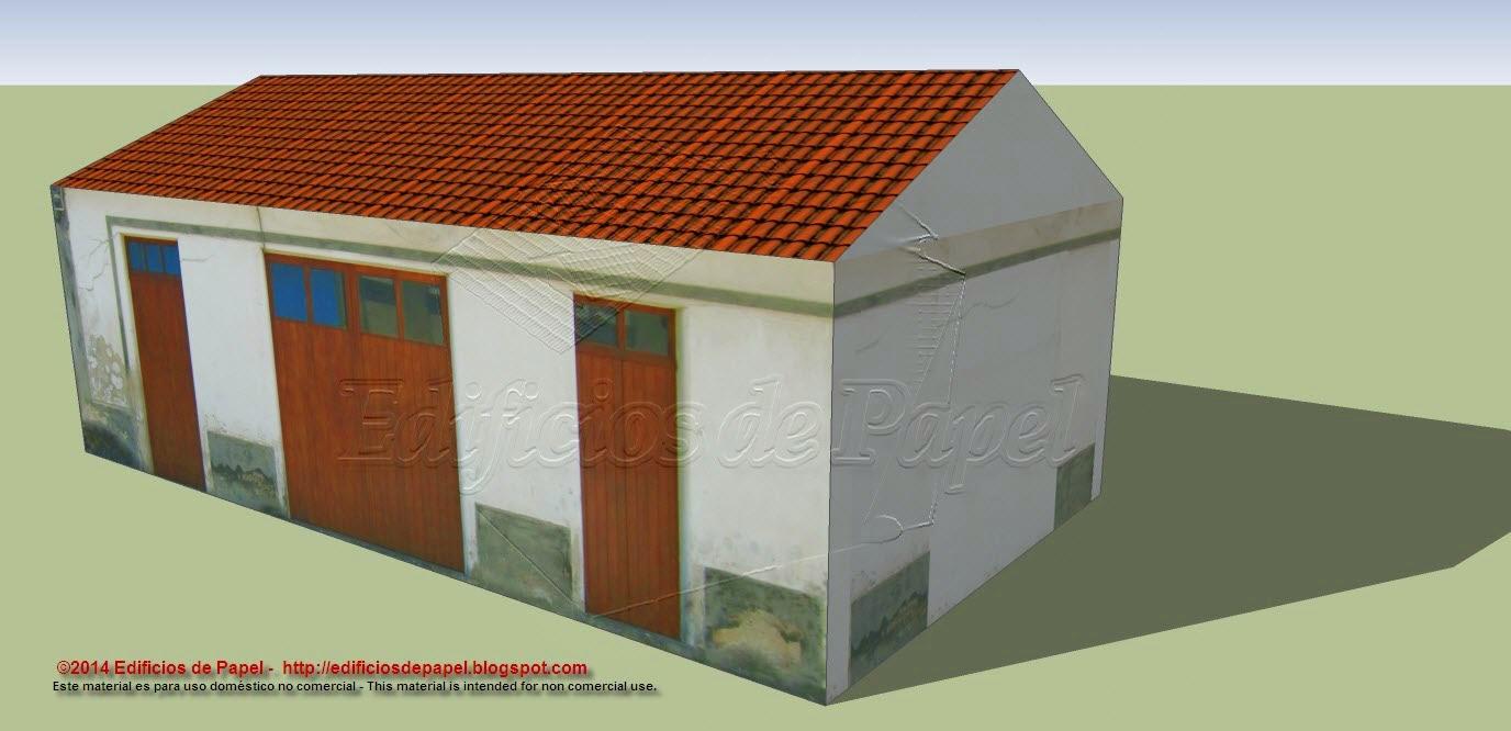 Una puerta doble y dos simples en la fachada principal de la casa