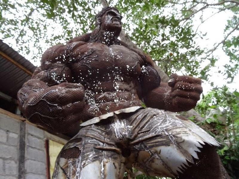 escultura de hulk