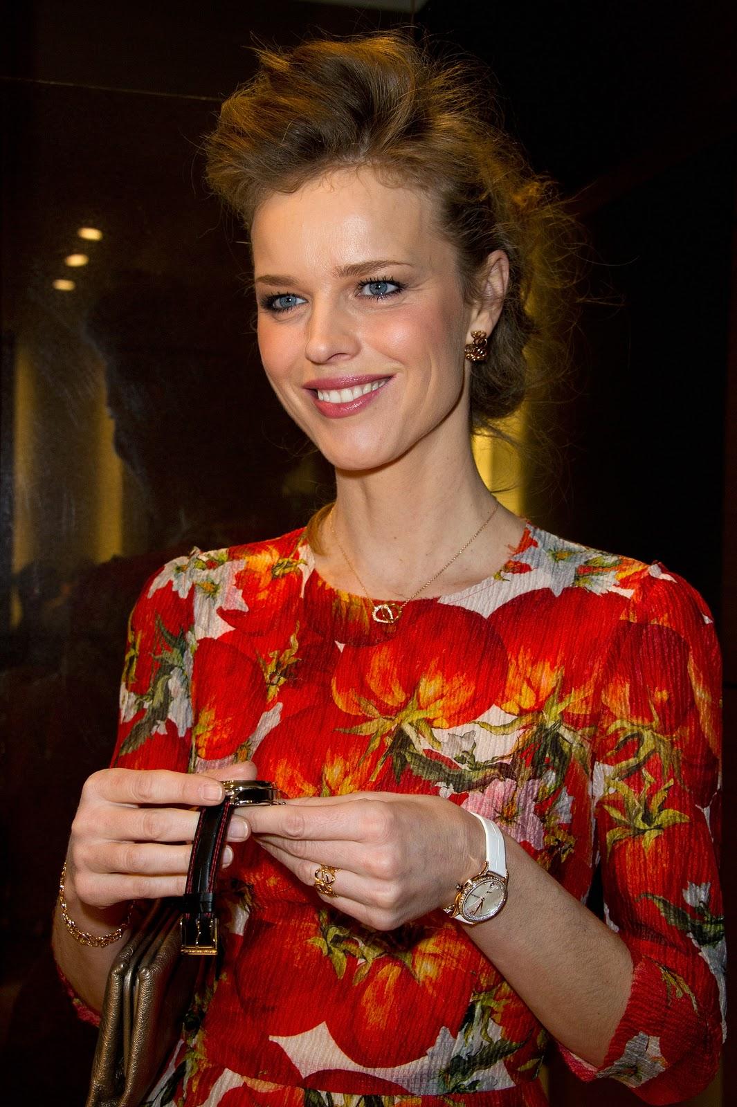 http://1.bp.blogspot.com/-PwaMLukB6xU/Txgm9bxk8XI/AAAAAAAAEEE/u0IAuq6ggmU/s1600/Eva+Herzigova+model+wonderbra+January+2012+jewellery.jpg