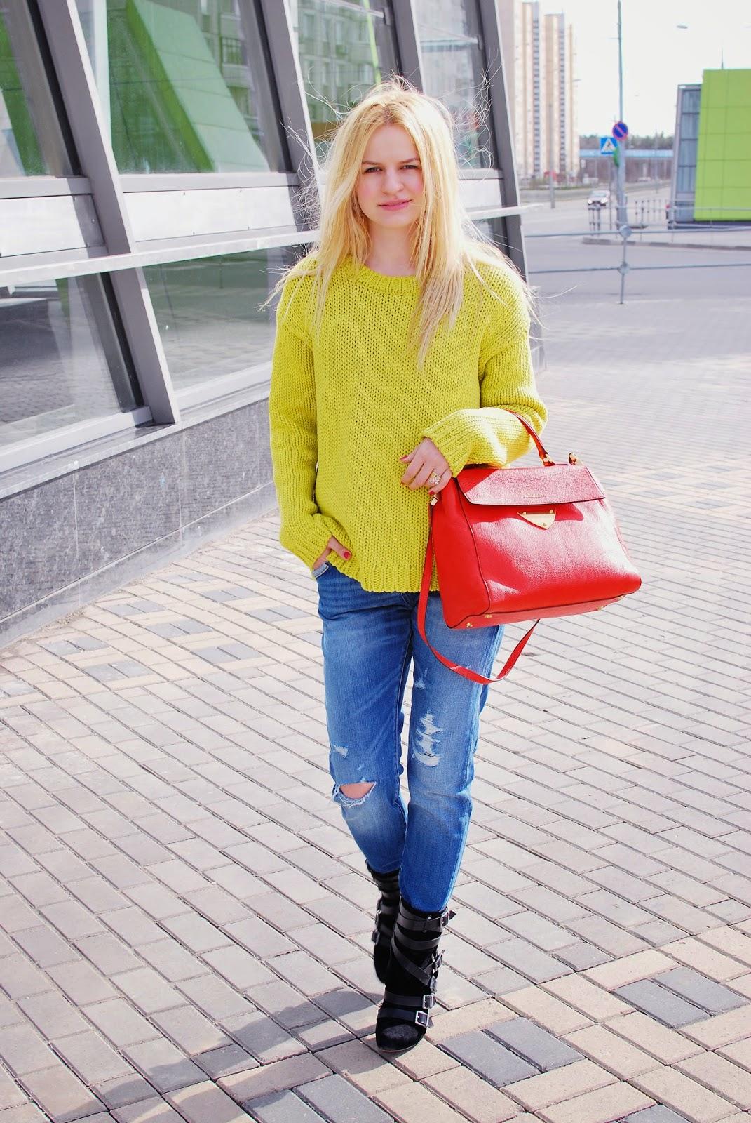 street style, уличная мода,модные блоггеры весна, весенние тренды, рваные джинсы, с чем носить рваные джинсы, стрит стайл