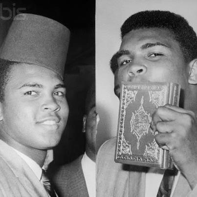 MUHAMMAD-ALI-DAN-JAMAAH-MASJID-AL-AZHAR-INDONESIA-1974.jpg