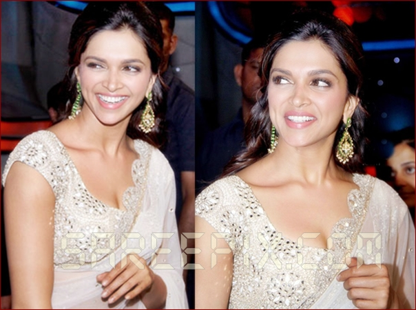Deepika-Padukone smiling pics at Nach Baliye 5 in white saree