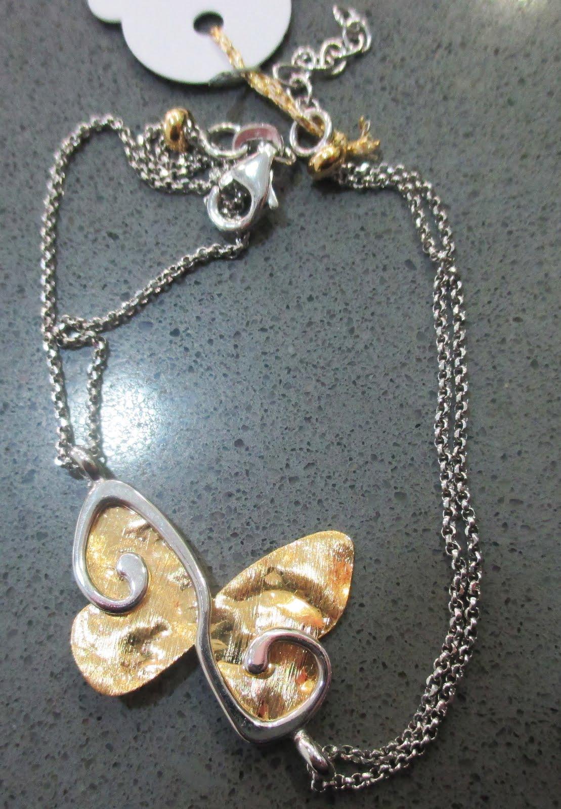 Pulsera plata con mariposa dorada