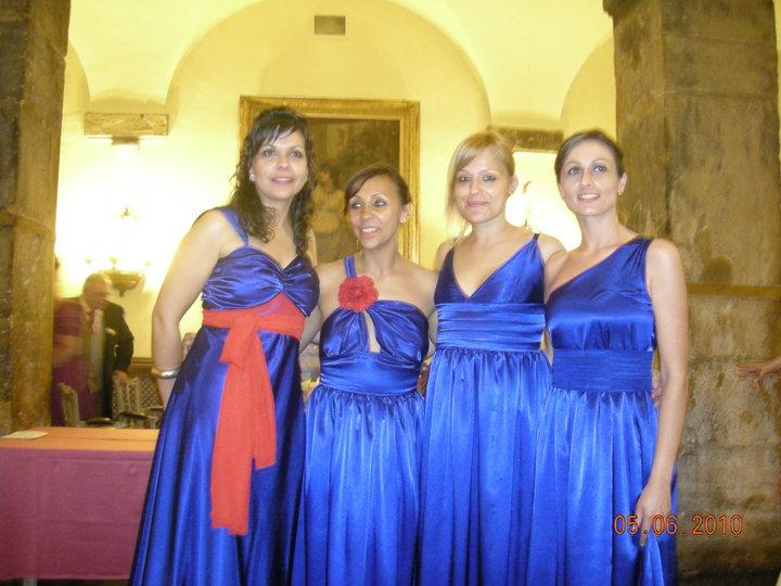 Vestidos azul rey con rojo