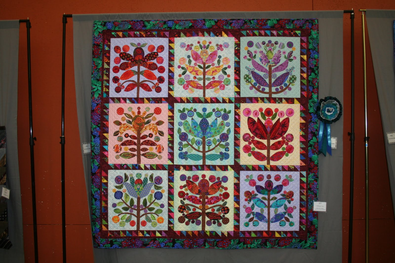 Superb img of stunned Robyn Maas won viewer's choice for the small quilts. with #6E2919 color and 1600x1067 pixels