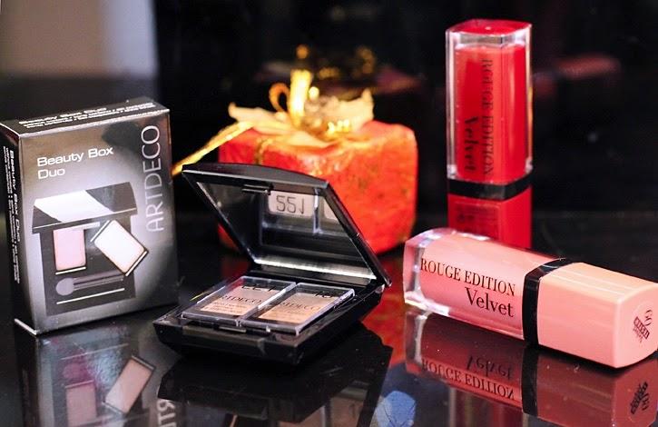 šta kupiti za poklon šminka jeftino