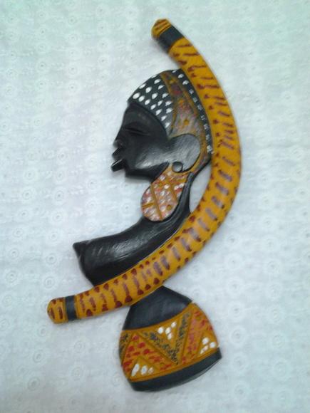 AFRICANA NO  BERIMBAU EM MADEIRA