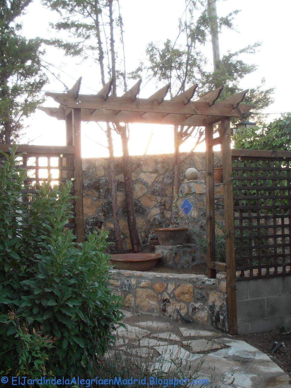 El jard n de la alegr a constru mos un arco de madera for Arcos para jardin